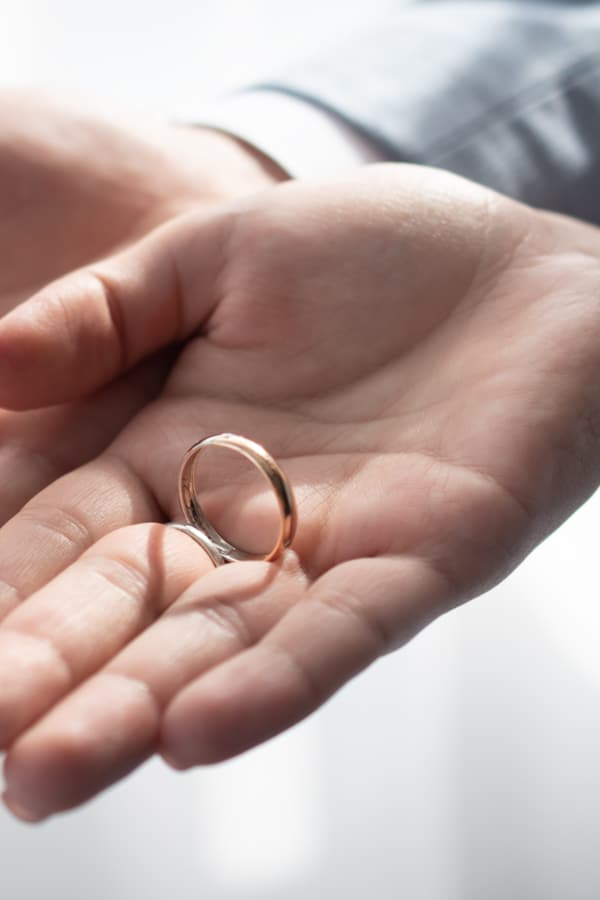 Can promise rings be given by people who aren't romantically involved