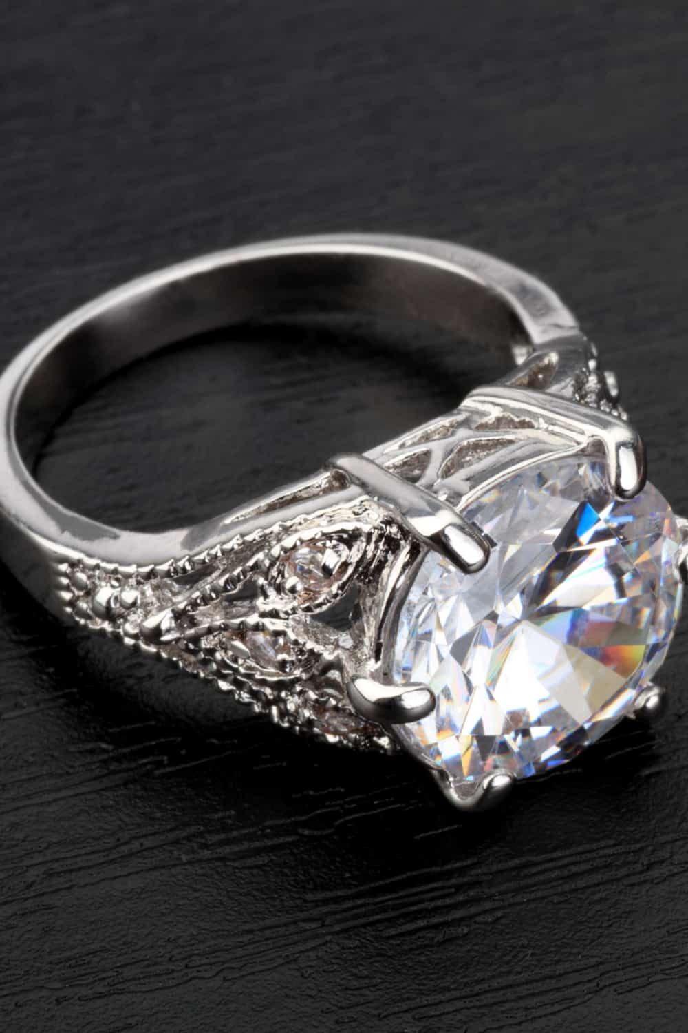 Things That Affect the Price of an Engagement Ring