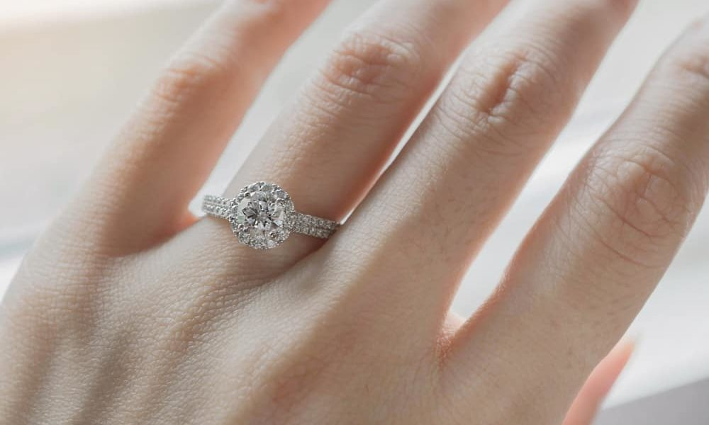 How Tight Should a Ring Be (Tips & Tricks)