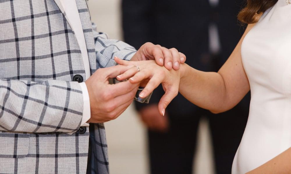 Right hand's ring finger