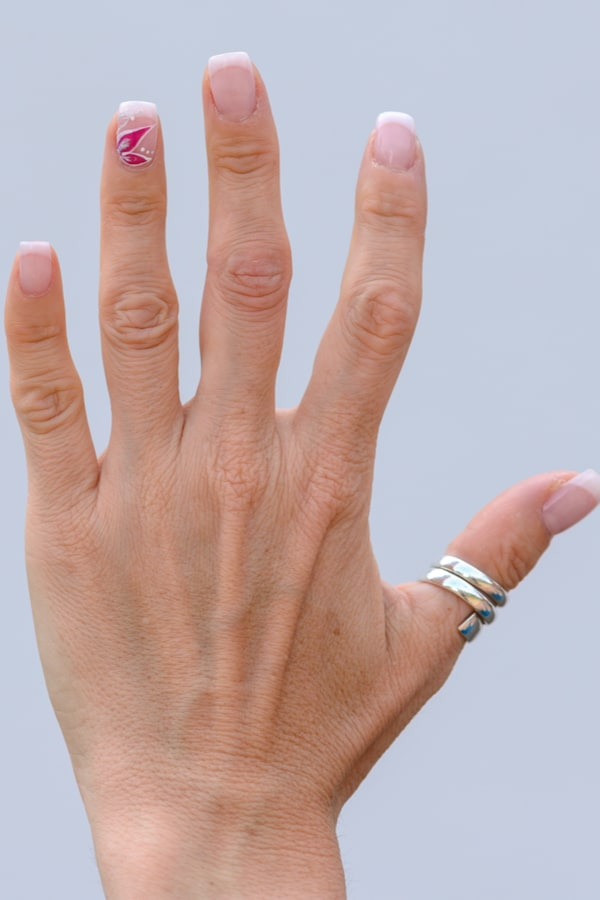 What finger does a lesbian wear a ring