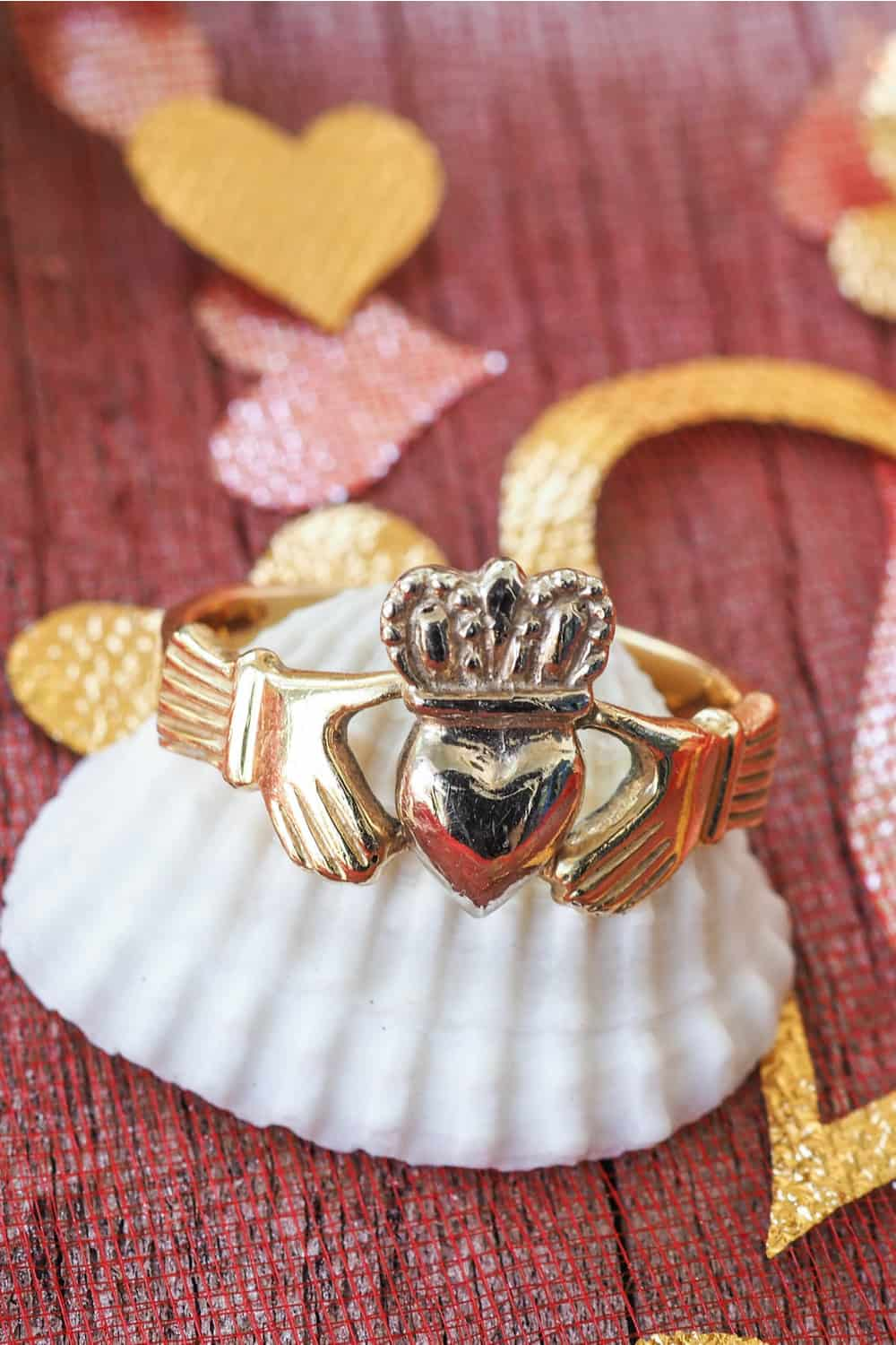 What Is a Claddagh Ring