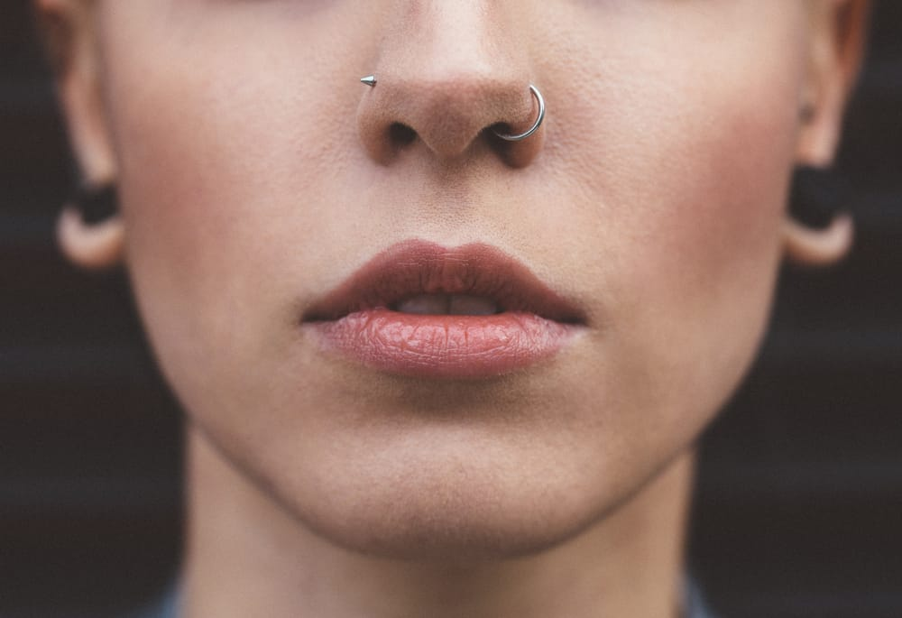 how to put in a nose ring