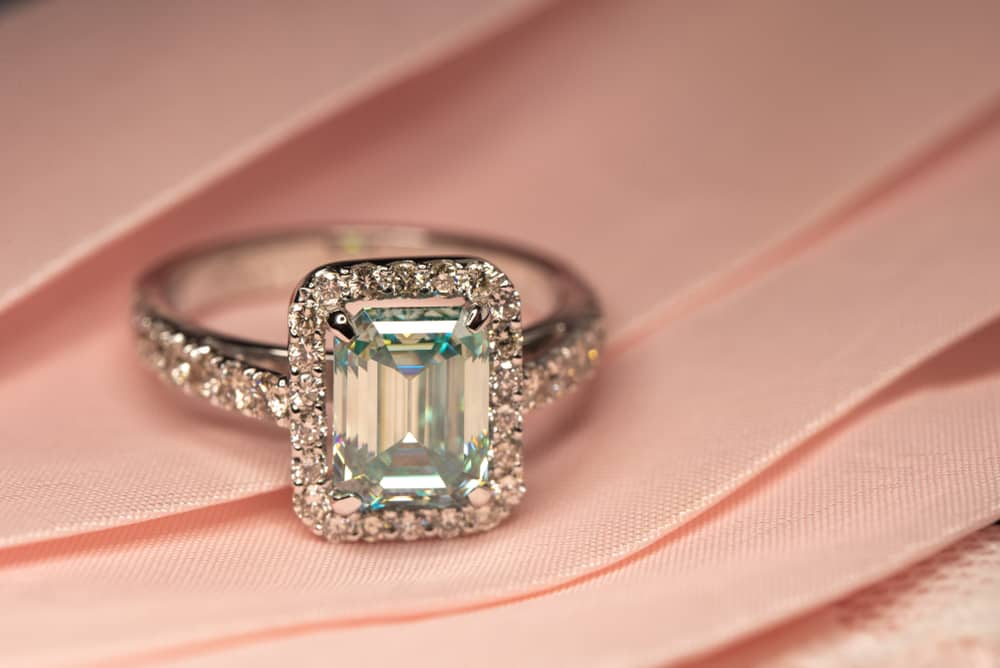 15 Tips to Buy Emerald Cut Engagement Rings