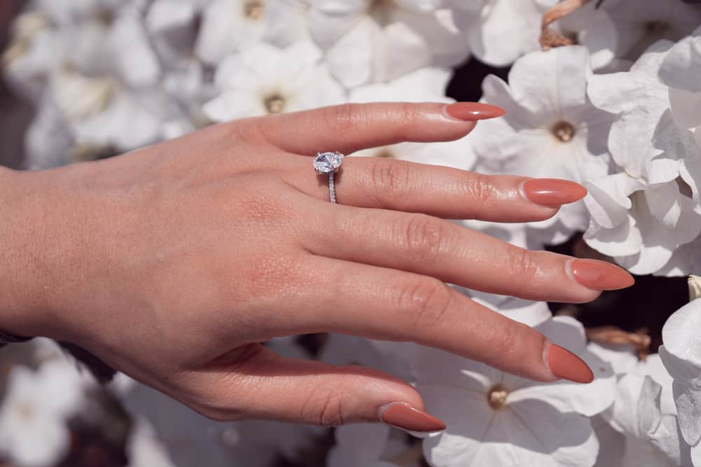 15 Tips to Buy Oval Engagement Rings