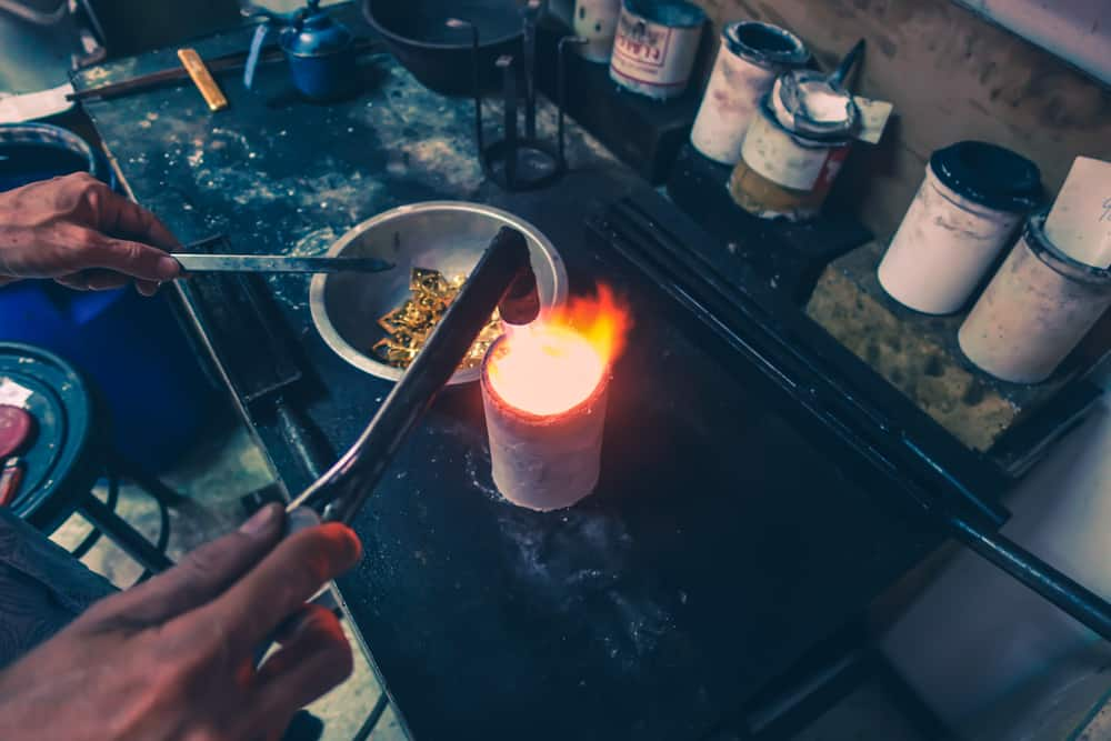 4 Easy Ways to Melt Gold at Home