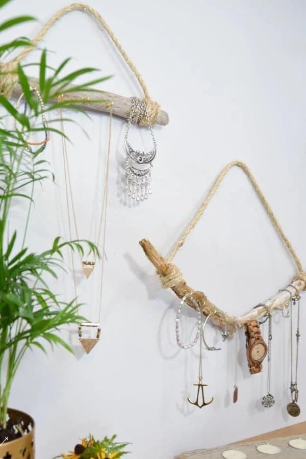 DIY Driftwood Necklace Holder – DIY Huntress