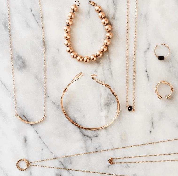 DIY dainty gold necklaces – Spring in Fialta