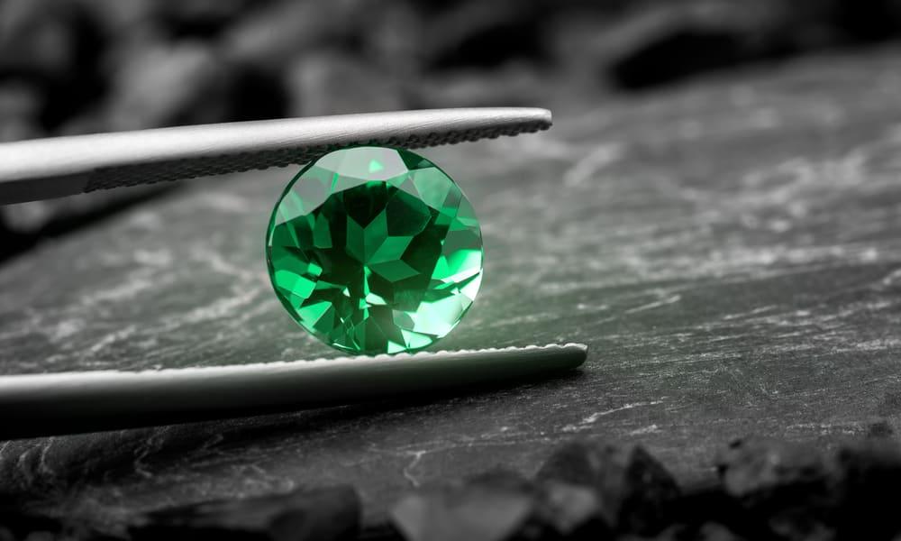 Emerald vs. Diamond - Difference in Color