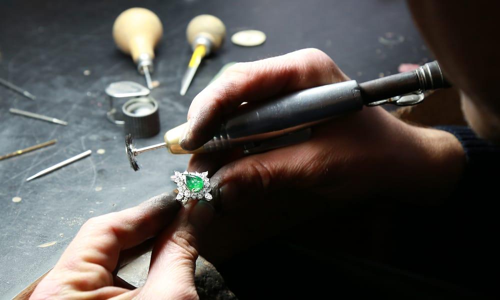 FAQs on Emerald vs. Diamonds