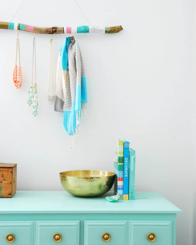 How To Make a DIY Jewelry Hanger Using Driftwood – The Sweetest Digs
