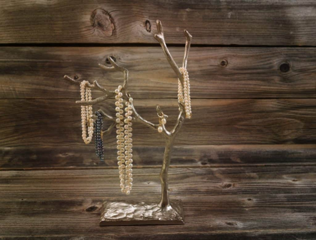 How to Create a Beautiful DIY Tree Branch Jewelry Holder – Successiblelife.com