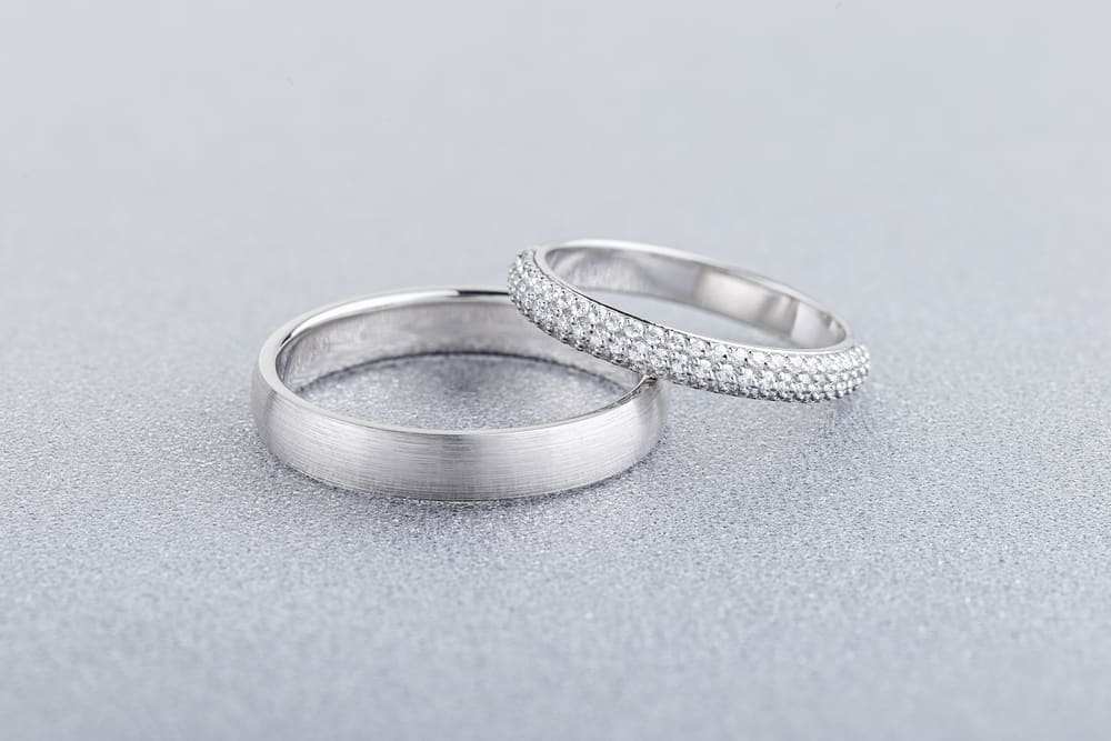How to Visually Differentiate White Gold from Silver