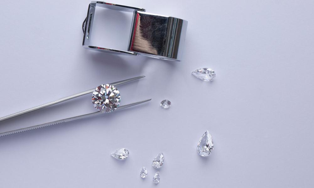 Simulated Diamond vs. Real Diamond Brilliance