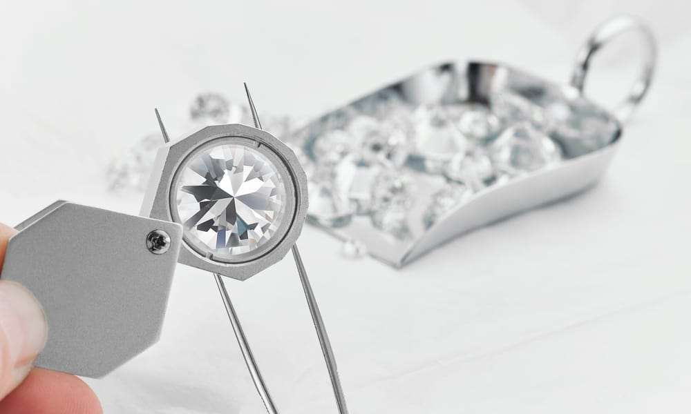 Simulated Diamond vs. Real Diamond Clarity Grade