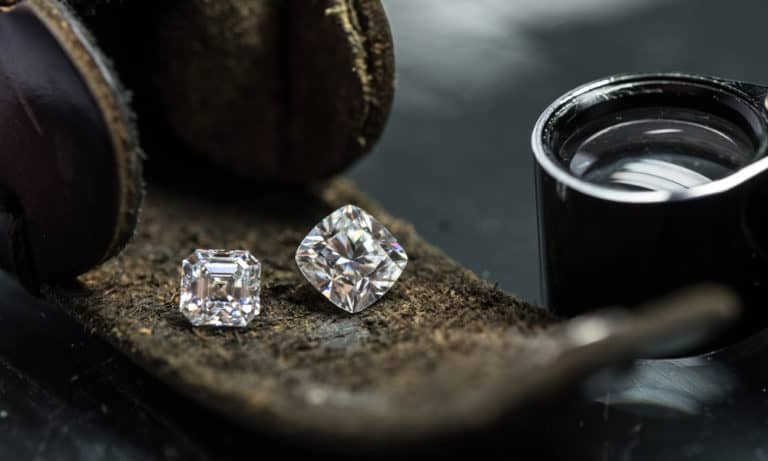 Simulated Diamond vs. Real Diamond What's the Difference