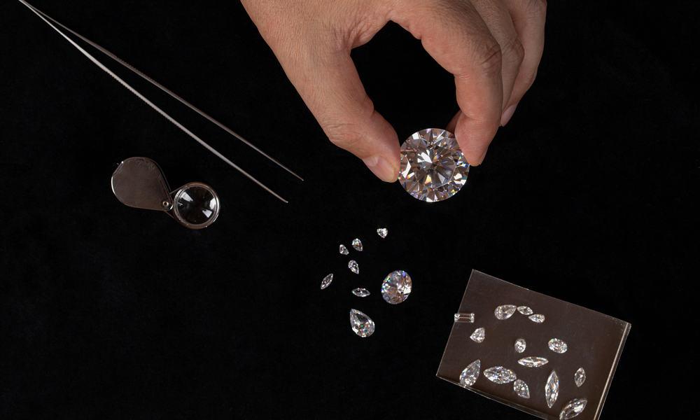 Simulated vs. Real Diamond Setting & Mount