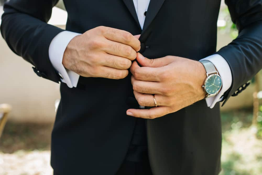 Tips on How To Choose An Engagement Ring For Your Man