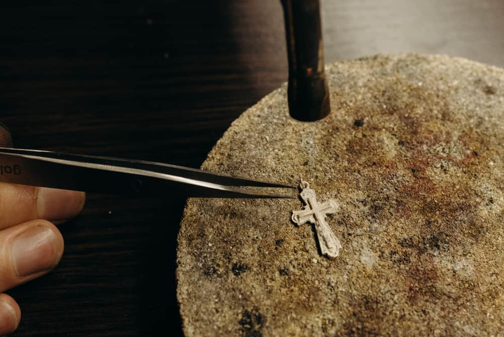 Ways to Clean Tarnished Jewelry