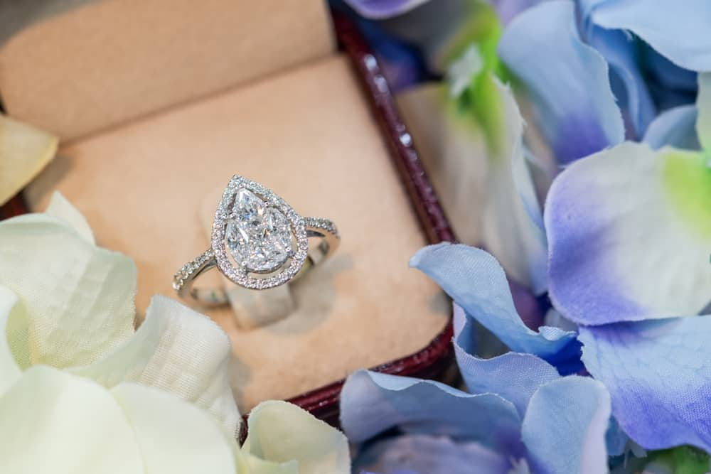 15 Tips to Buy Pear Shaped Engagement Rings