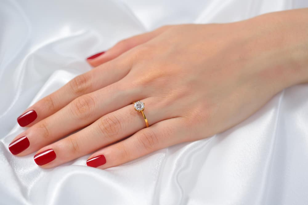 15 Tips to Buy Yellow Gold Engagement Rings