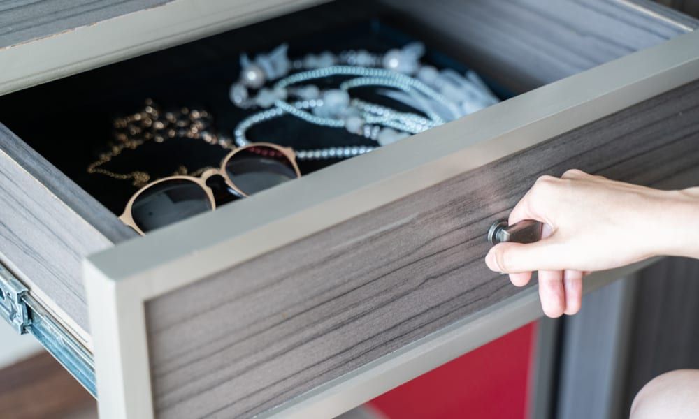 27 Homemade Jewelry Cabinet Plans You Can DIY Easily