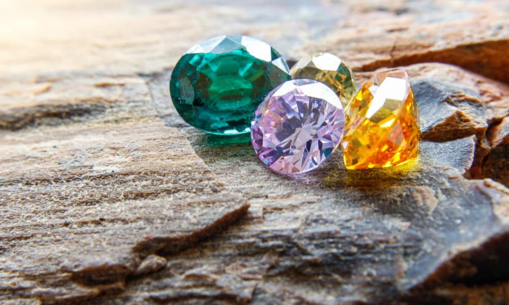 7 Tips to Identify Gemstones In the Rough