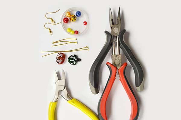 Beebeecraft Beginners Project – 2 Steps to Make Christmas theme Dangle Earrings