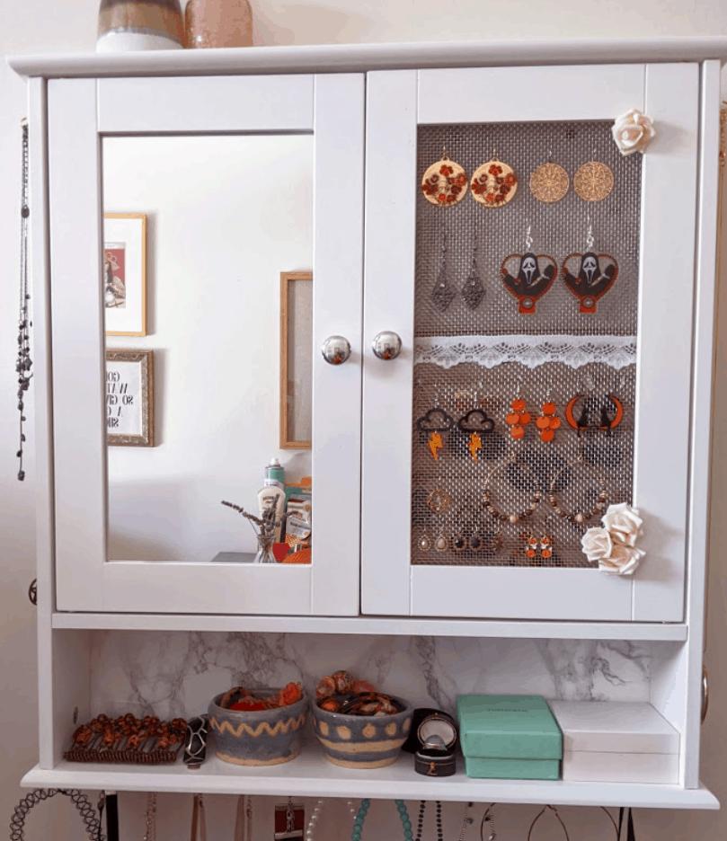 DIY Jewelry Cabinet – Ellen Noir