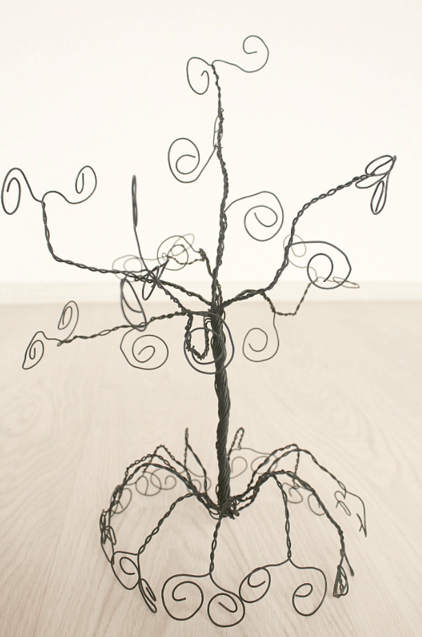 DIY Jewelry Holder Tree Made Out of Wire – Theseamanmom.com