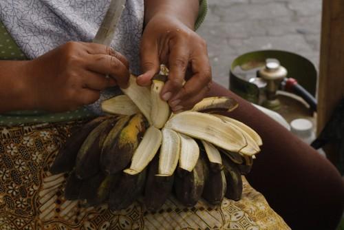 How Banana Peels Clean Silver Plate