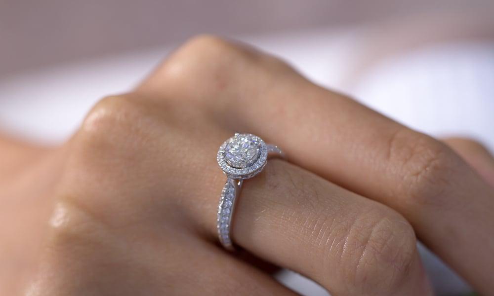 How to Buy Diamond Accents