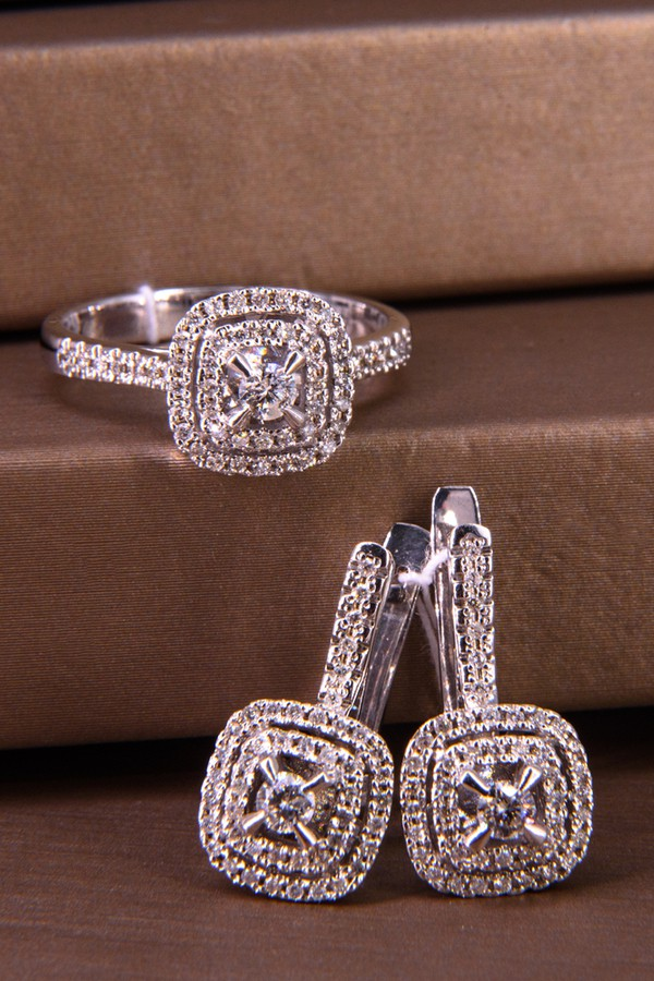 Meaning of Diamond in Love and Marriage